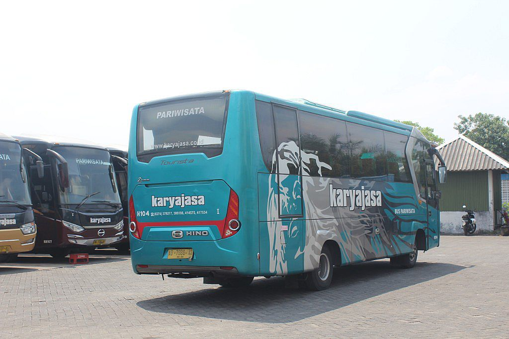 AC Medium 39 Seats (2-2)  -  Kode H